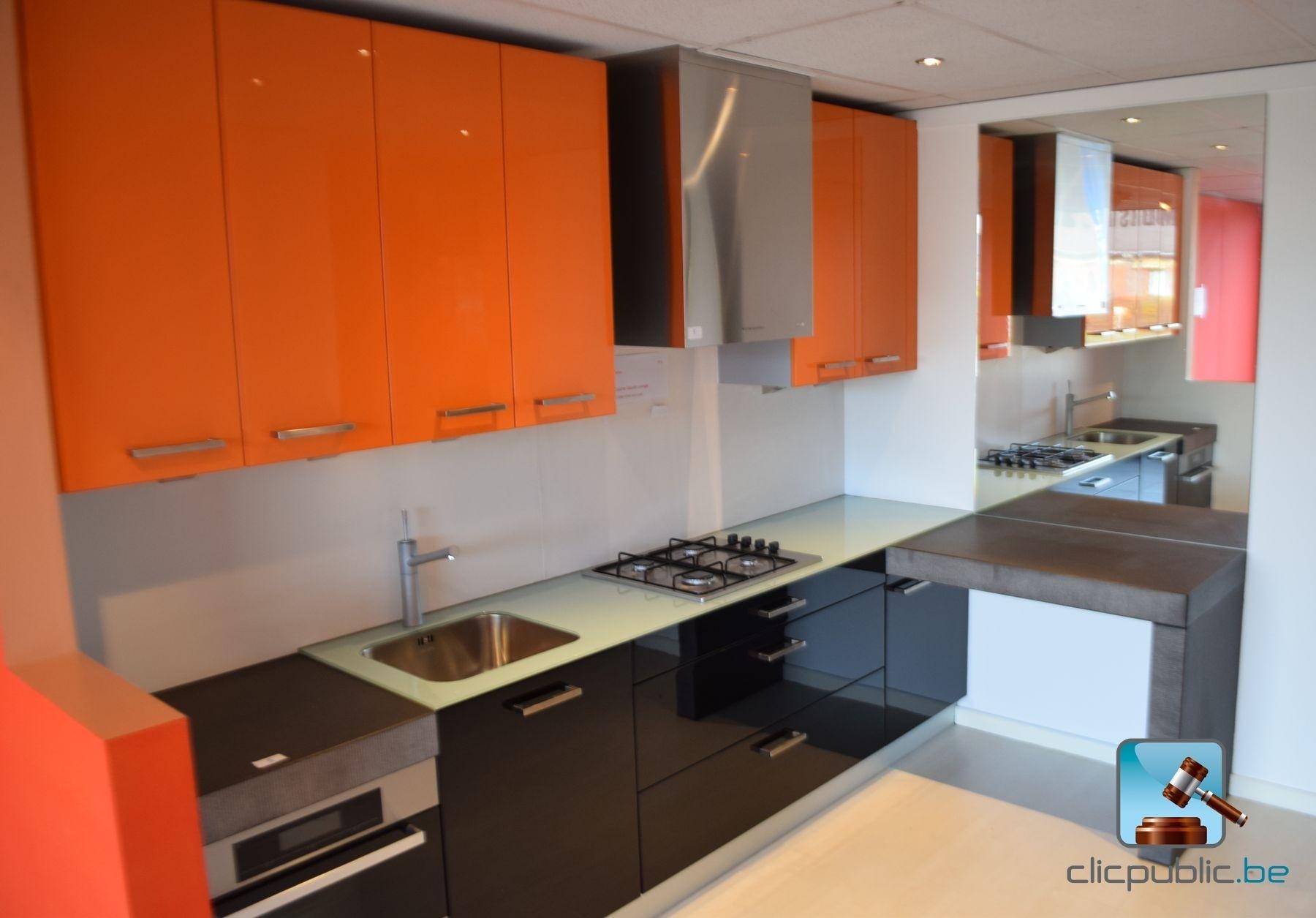Keuken orange et noir plan de travail topglass 10mm et cosmostone 100mm ref 5 te koop op - Keuken amenagee et equipee ...