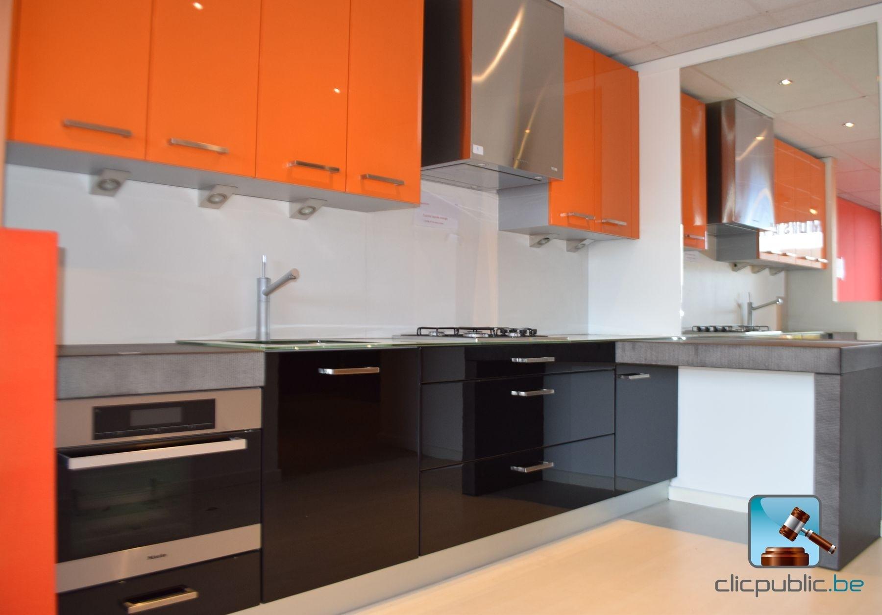 Keuken orange et noir plan de travail topglass 10mm et cosmostone 100mm ref 5 te koop op - Keuken meuble noir ...