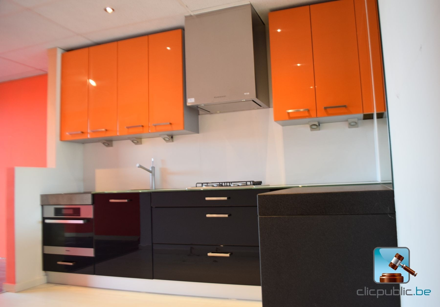 keuken orange et noir plan de travail topglass 10mm et. Black Bedroom Furniture Sets. Home Design Ideas