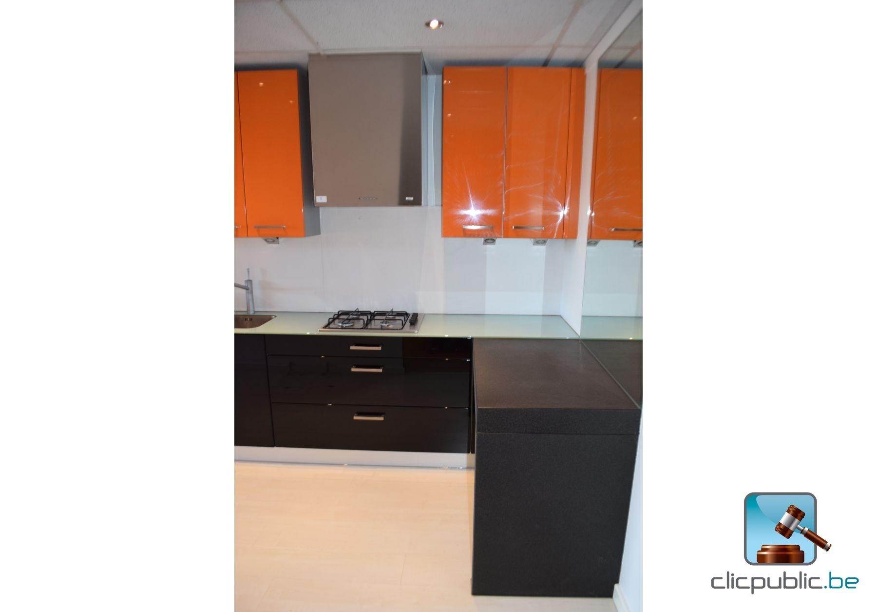 keuken orange et noir plan de travail topglass 10mm et. Black Bedroom Furniture Sets. Home Design Ideas