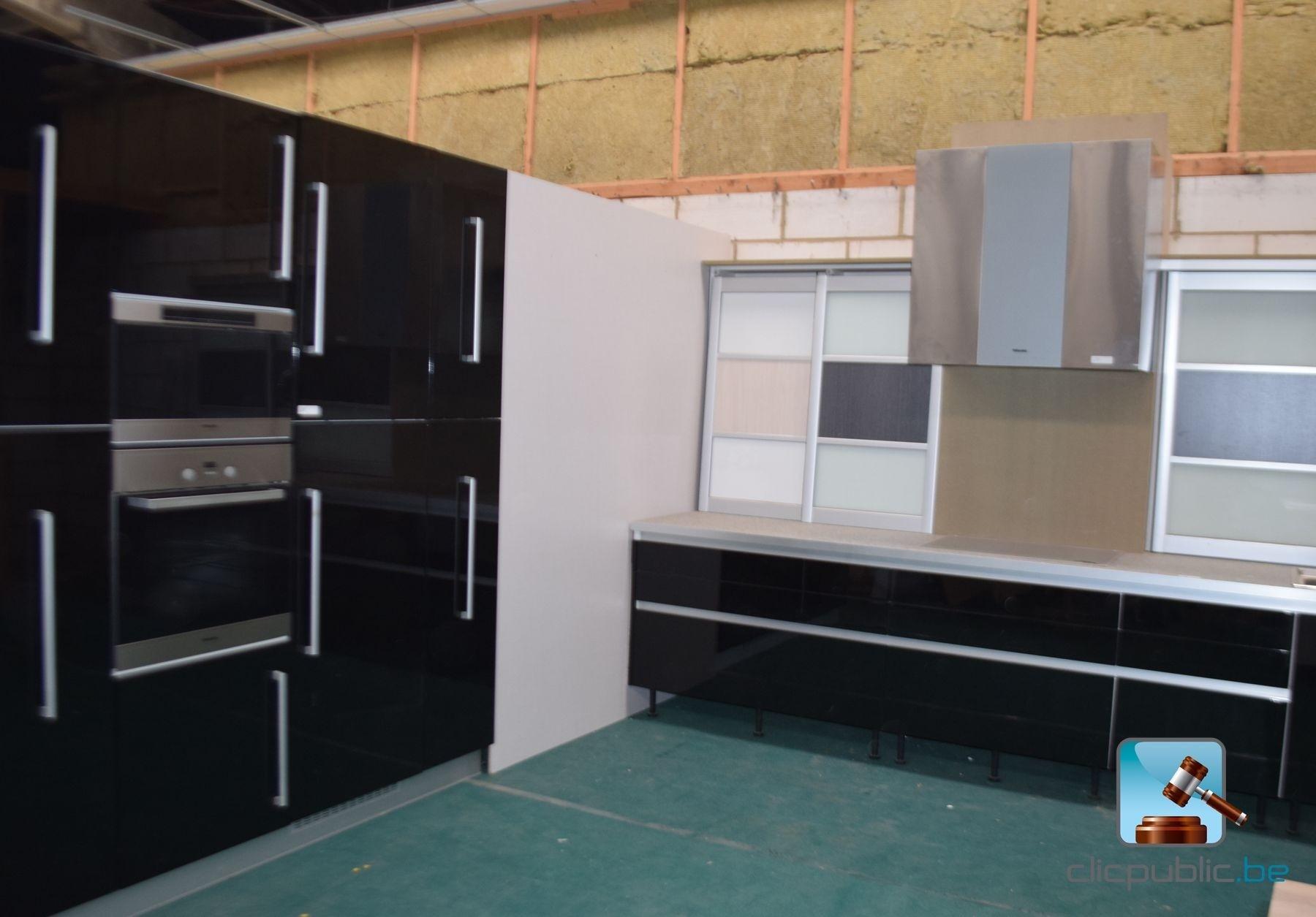 Keuken design laqu e noir aluminium et inox ref 68 te koop op - Keuken amenagee et equipee ...