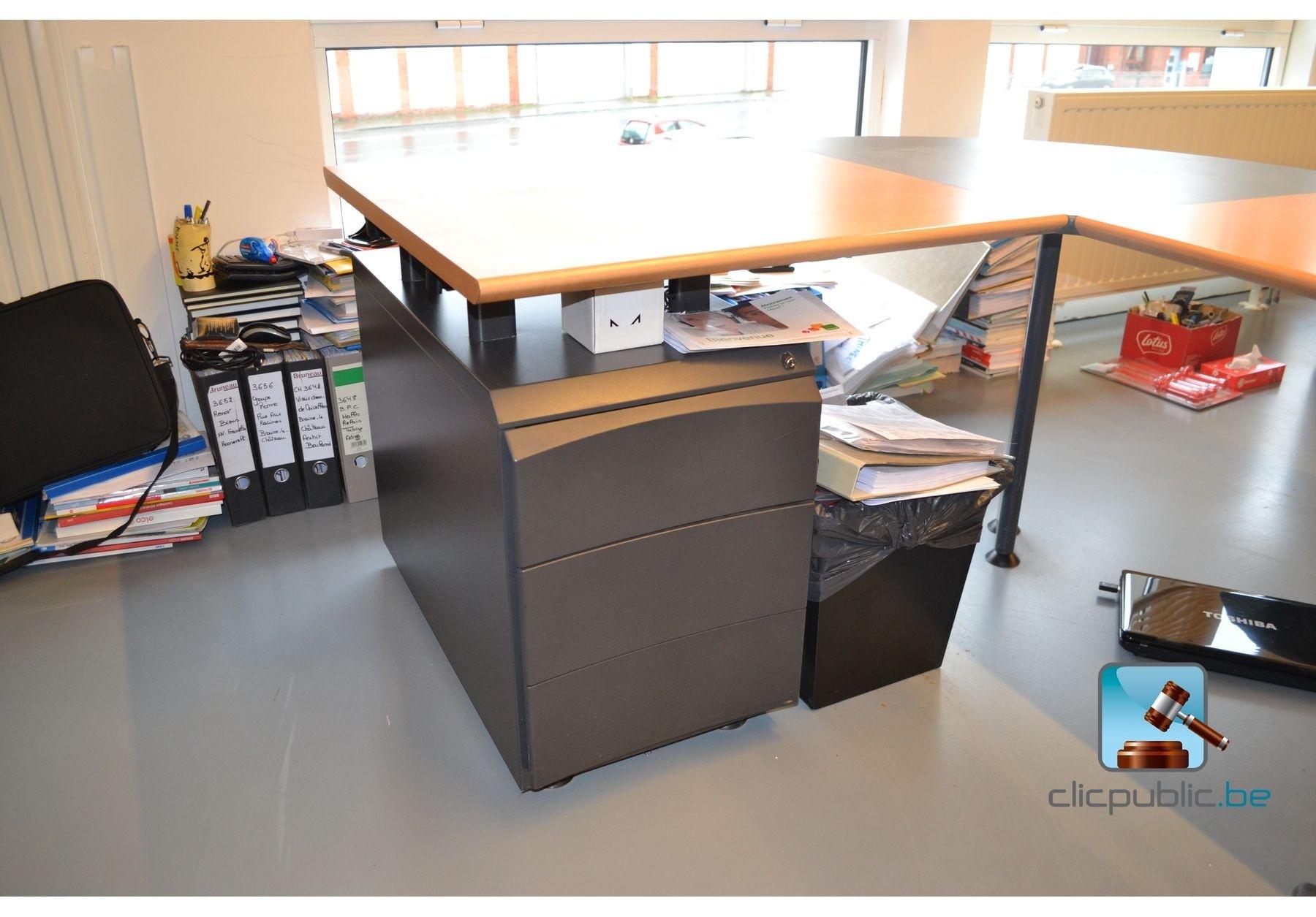 Bureel knoll d 39 angle avec chaise de bureau et blocs de for Bureau angle avec rangement